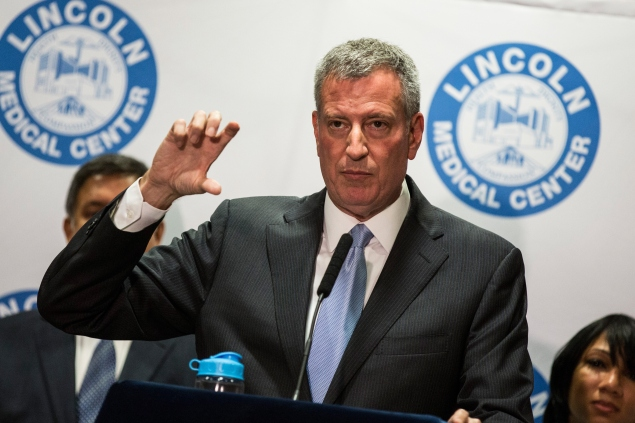 Mayor Bill de Blasio speaks at a press conference updating the public on the Legionnaires' outbreak in the Bronx at Lincoln Hospital. (Photo: Andrew Burton/Getty Images)
