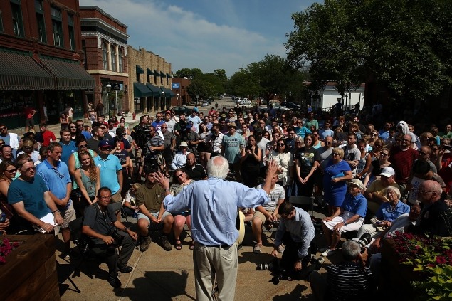 MARION, IA - AUGUST 16: Democratic presidential candidate U.S. Sen. Bernie Sanders (I-VT) campaigns in Marion, Iowa on August 16, 2015 in Marion, Iowa. Sanders has a full day of campaigning scheduled in eastern Iowa today. (Photo by Win McNamee/Getty Images)