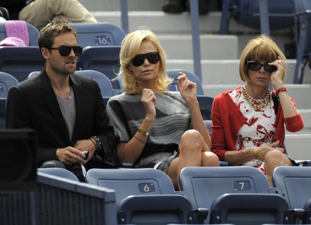 Anna Wintour at the 2009 U.S. Open with actors Stuart Townsend and Charlize Theron. (Photo: TIMOTHY A. CLARY/AFP/Getty Images)