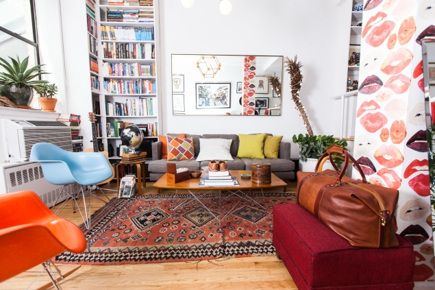 Mr. Ashmore's colorful living room (Photo: Emily Assiran for Observer)
