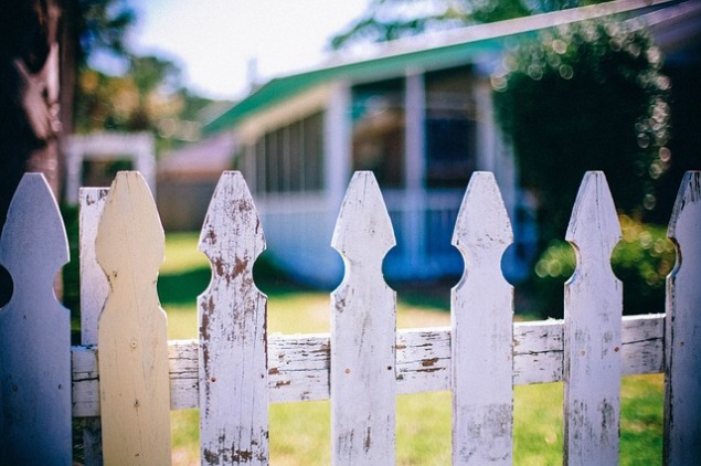 picket-fences-349713_640