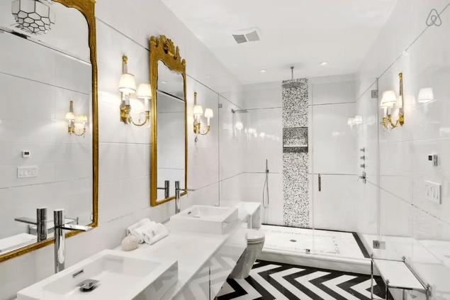 Dream bathroom alert. (Photo: Airbnb)