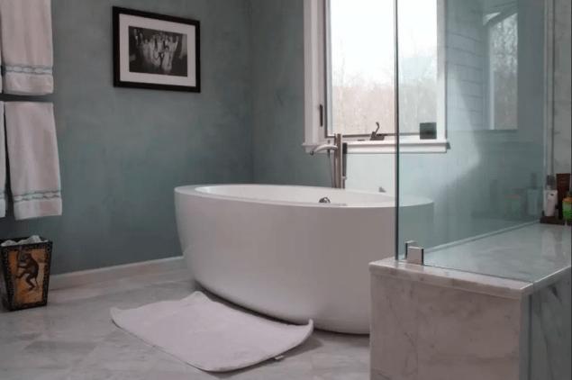 A most ideal bathtub. (Photo: Airbnb)