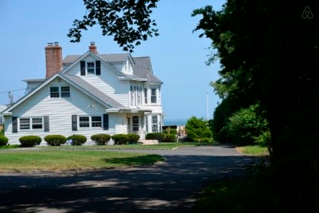 """The owners describe the house as having """"charm from another era."""" Photo: Airbnb)"""