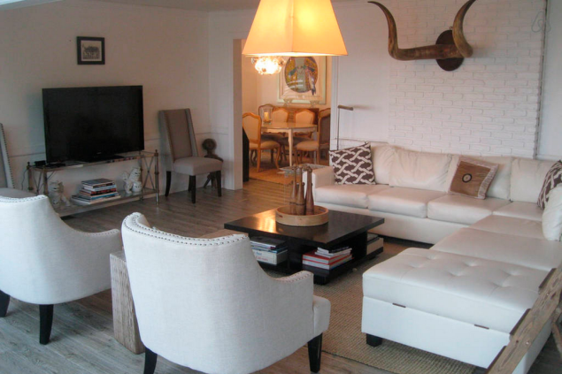 The charming living room. Photo: Airbnb)