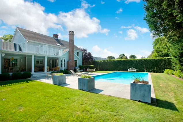 The pristine backyard. Photo: Airbnb)
