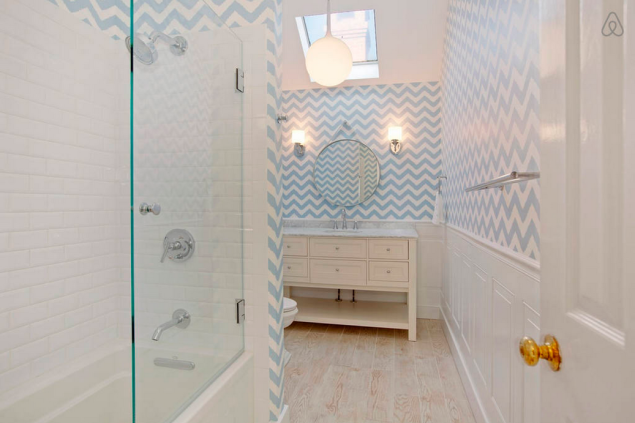 A bathroom with a fun nautical touch. Photo: Airbnb)