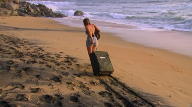 """""""bye, gonna leave this way through the sand"""" (Photo: ABC)"""