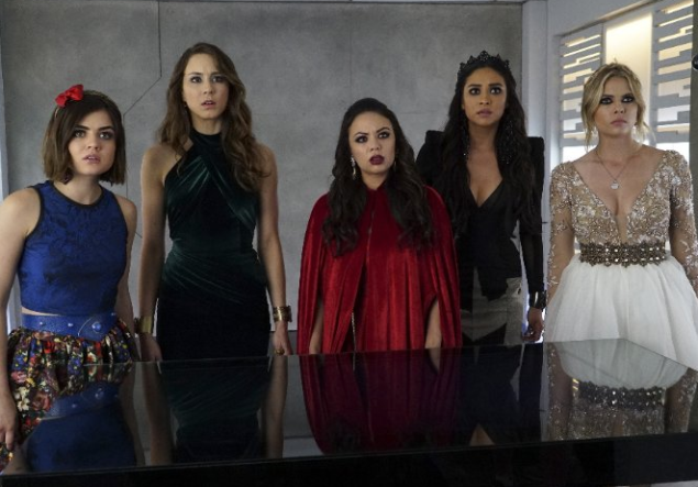 """The cast of Pretty Little Liars """"finally"""" discovering who A is. (Photo: imdb)"""