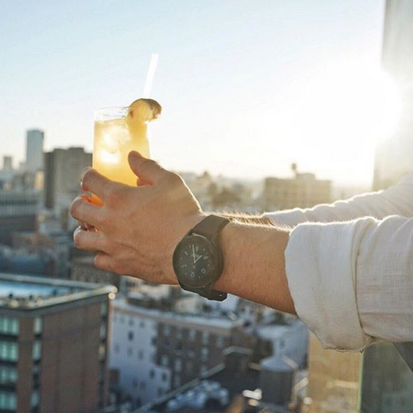 A watch and a romantic sunset! (Photo: Instagram/Vectorwatch)