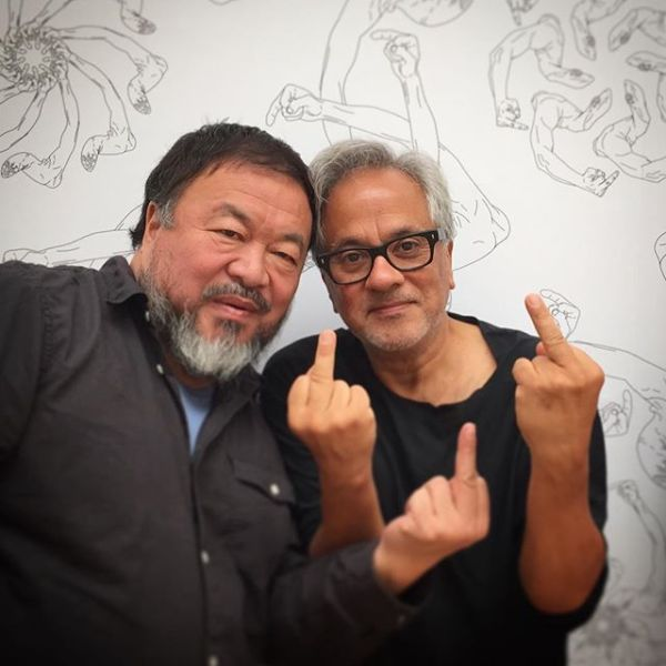 Ai Weiwei and Anish Kapoor give the camera the middle finger and ask people to walk with them for refugees. (dirty_corners via Instagram)