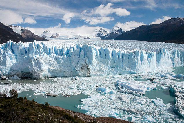 1280px-Perito_Moreno_Glacier_Patagonia_Argentina_Luca_Galuzzi_2005