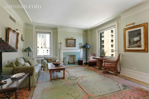 Amy Irving's sprawling ten-room 50 Central Park West pad. (Corcoran)