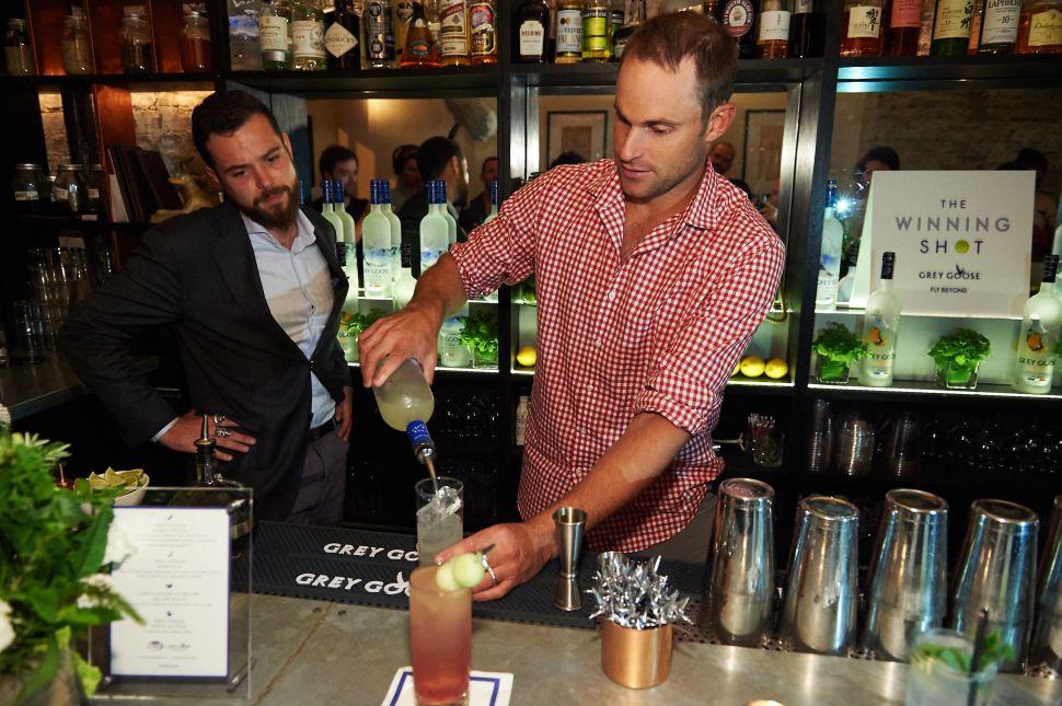 """Andy Roddick mixing a Grey Goose """"Honey Deuce"""" at MACE Bar (Photo: Grey Goose)."""