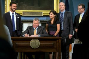 Mayor Bill de Blasio holds public hearing and signs anti-harassment legislation. (Ed Reed/Mayoral Photography Office)