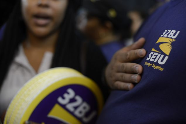 Members of 32BJ SEIU at Gov. Andrew Cuomo's minimum wage rally this month. (Photo: NYS Governor's Office/Flickr)