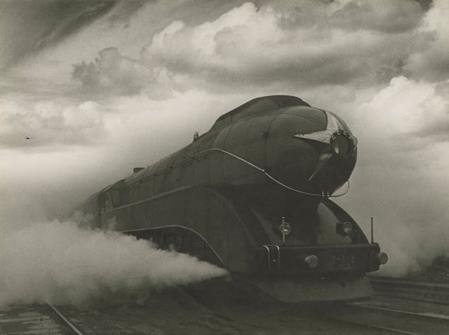 Arkady Shaikhet, Express, 1939, on view at the Jewish Museum.