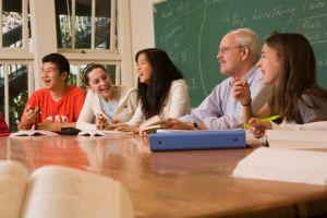 Some schools cap seminars at 15 students. (Wikimedia Commons)