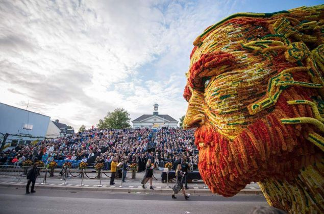 A float made of dahlia flowers resembling Dutch painter Vincent van Gogh is shown during the annual Corso Zundert Parade in Zundert, the Netherlands. (Photo: Corso Zundert via Twitter)