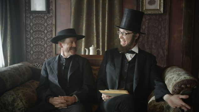drunk-history_new-jersey_s3_greg-kinnear-as-thaddeus-lowe_stephen-merchant-as-president-lincoln