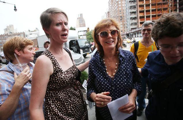 Actresses Cynthia Nixon and Susan Sarandon at a rally for Bill de Blasio's mayoral campaign. (Photo: Mario Tama/Getty Images)