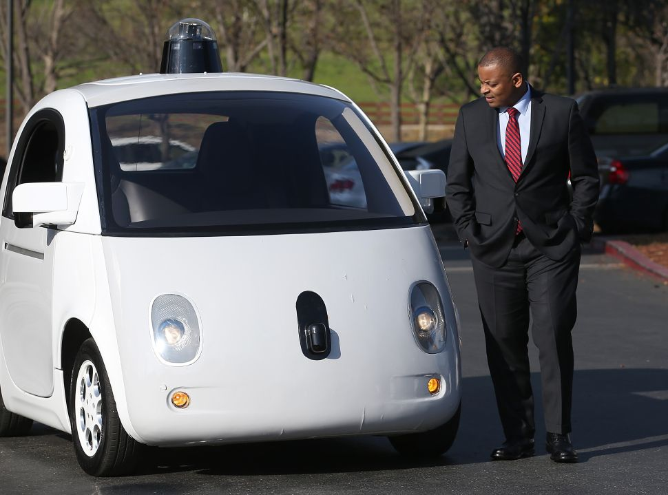 U.S. Transportation Secretary Anthony Foxx inspects a Google self-driving car. (Photo: Justin Sullivan/Getty Images)