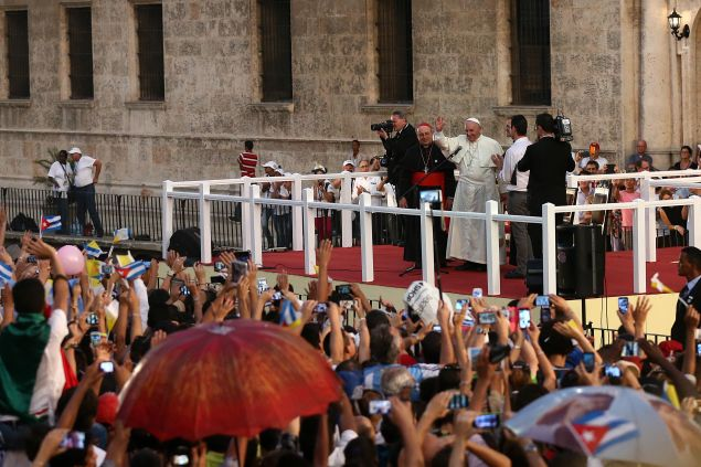 Pope Francis, disrupting traffic in Cuba (Carl Court/Getty Images)