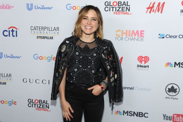Sophia Bush in a festive leather jacket (Photo: Getty Images)./