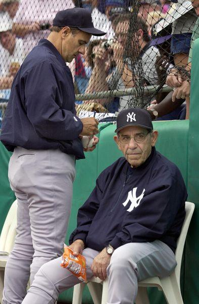 Yogi Berra and Joe Torre in 2001. (Photo Tony Ranze/AFP/Getty Images)