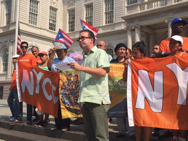 Activist David Glarza lashes out at Gov. Andrew Cuomo (Photo courtesy of Hedge Clippers).