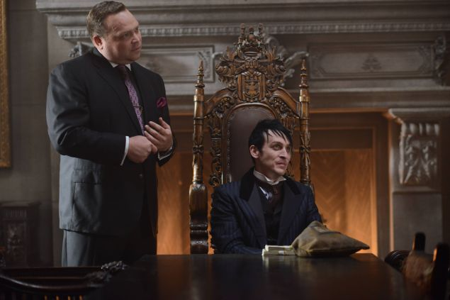GOTHAM: (L-R) Butch Gilzean (Drew Powell) and Penguin (Robin Lord Taylor) in the ÒDamned if you Do,É Ó Season Two premiere of GOTHAM airing Monday, Sept. 21 (8:00-9:00 PM ET/PT) on FOX. ©2015 Fox Broadcasting Co. Cr: Nicole Rivelli/FOX