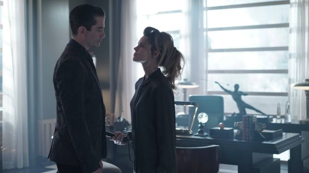 GOTHAM: (L-R) Theo Galavan (James Frain) and Barbara (Erin Richards) in the Rise of the Villains: ÒKnock, KnockÓ episode of GOTHAM airing Monday, Sept. 28 (8:00-9:00 PM ET/PT) on FOX. ©2015 Fox Broadcasting Co. Cr: Nicole Rivelli/FOX.