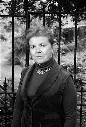 Joan Aiken. (Photo: Wikicommons user LizzieAiken / Public Domain)