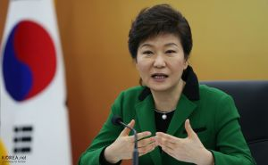 President Park Geun-hye will soon visit Washington. President Park Geun-hye delivers the keynote speech during an economic policy meeting on December 27 at the Sejong Government Complex. December 27, 2013. Sejong Government Complex, Sejong City Related Article Korea.net -English- President says 2014 will see great economic growth http://www.korea.net/NewsFocus/Policies/view?articleId=116672 Ministry of Culture, Sports and Tourism Korean Culture and Information Service Korea.net(www.korea.net) JEON HAN ------------------------------------ 박근혜 대통령 정부세종청사 방문 박근혜 대통령이 27일 '2014년 경제정책방향 논의를 위한 경제관계장관회의'에서 모두발언을 하고 있다. 2013-12-27 정부세종청사, 세종특별자치시 문화체육관광부 해외문화홍보원 코리아넷 전한
