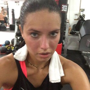 Adriana Lima is a regular gym selfie-taker. (Photo: Instagram/Adriana Lima)