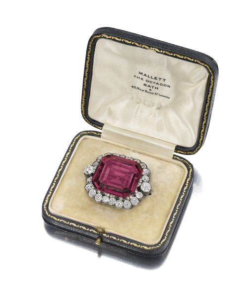 The Hope Spinel set a new world record at Bonhams when it sold for £962,500 (US$ 1,470,724). (Photo: Bonhams)