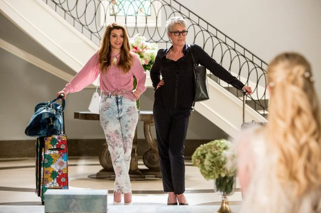 "SCREAM QUEENS: Pictured L-R: Nasim Pedrad as Gigi, Jamie Lee Curtis as Dean Cathy Munsch and Emma Roberts as Chanel Oberlin in the ""Chainsaw"" episode of SCREAM QUEENS airing Tuesday, Sept. 29 (9:00-10:00 PM ET/PT) on FOX. ©2015 Fox Broadcasting Co. Cr: Skip Bolen/FOX."
