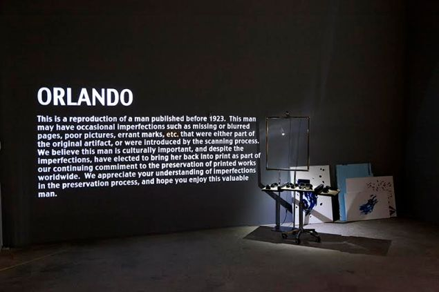 Trisha Baga, Ol Rando, 2015, Video projection, glazed ceramic, mural, Styrofoam, plastic cup, clamp light. (Photo: Courtesy of the artist and Greene Naftali, New York)