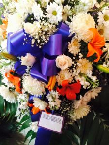 The flower arrangement sent by the New York Mets for Kyle Abrams' wake. (Photo: Kristin Ann Fahlbusch)