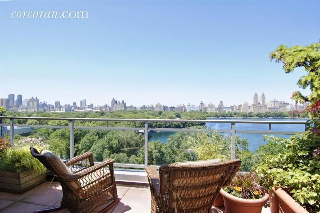 The eighteenth-floor pad has a 1,500-square-foot terrace, too. (Corcoran)