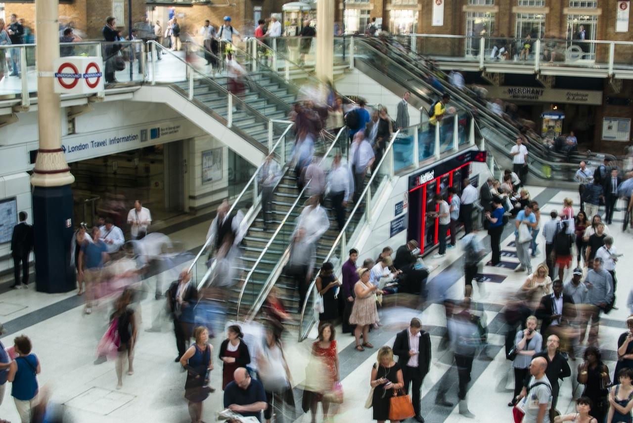 city-people-walking-blur (1)