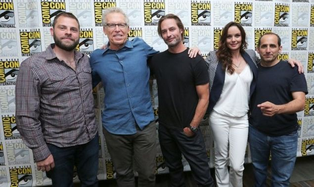 "COMIC-CON INTERNATIONAL: SAN DIEGO -- ""Colony Panel & Cast Signing"" -- Pictured: --(L-R) Ryan Condal, Executive Producer, Carlton Cuse, Writer and Executive Producer, Josh Holloway, Sarah Wayne Callies and Peter Jacobson -- (Photo by: Mark Davis/USA Network)"
