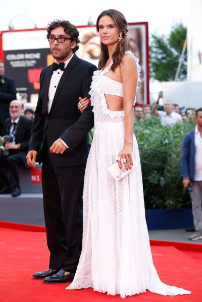 Alessandra Ambrosio carried Edie Parker at the Venice Film Festival. (Photo: Tristan Fewings/Getty Images)