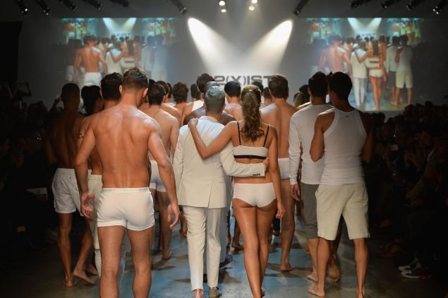Designer Jason Scarlatti and models close out the show (Photo: Slaven Vlasic/Getty Images for 2(X)IST).