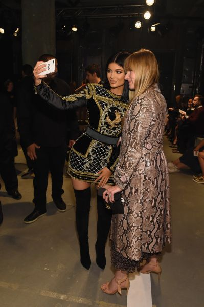 Kylie Jenner and Amy Astley snap a selfie (Photo: Larry Busacca/Getty Images for H&M).