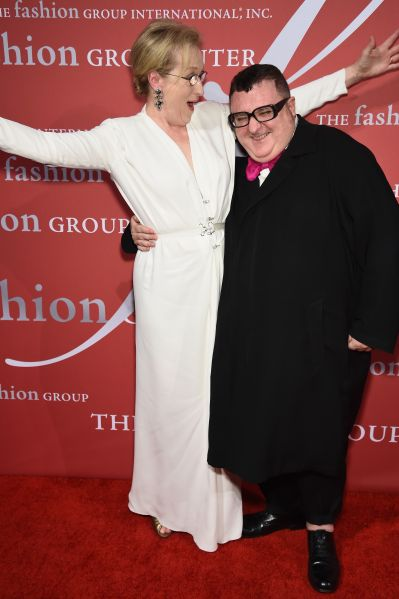 Meryl Streep and Alber Elbaz having a ball (Photo: Dimitrios Kambouris/Getty Images)