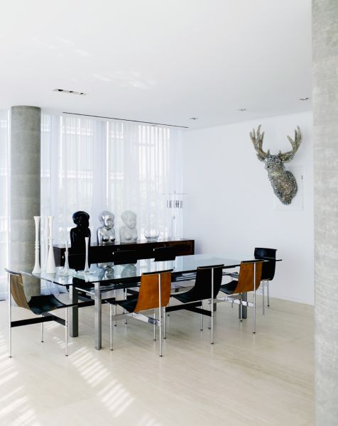 The home's dining room, and the deer head (Photo: Richard Powers).