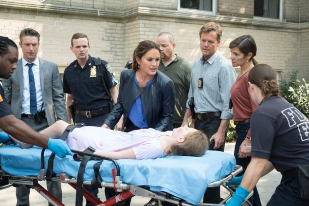 """LAW & ORDER: SPECIAL VICTIMS UNIT -- """"Community Policing"""" Episode 17005 -- Pictured: (l-r) Peter Scanavino as Dominick """"Sonny"""" Carisi, Mariska Hargitay as Sergeant Olivia Benson, Scott Williams as Detective """"Doom"""", Caris Vujec as Detective Campesi-- (Photo by: Michael Parmelee/NBC)"""