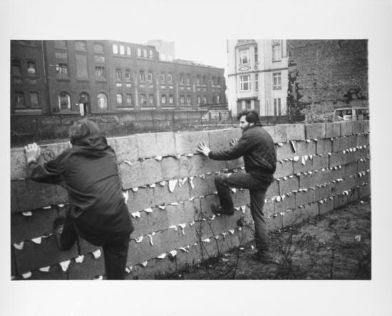 Allan Kaprow, Sweet Wall, (1970). (Photo: Dick Higgins)