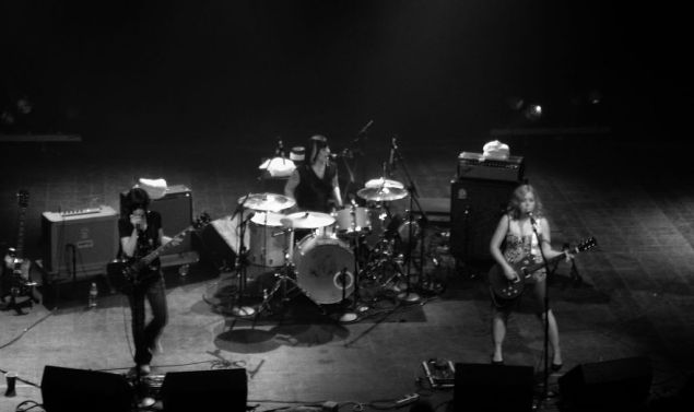 Sleater-Kinney at the Riviera Theater, Chicago, 2005. (Photo: @sarae / Flickr)